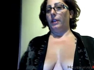 Booty cougar bbc lover with sexy glasses masturbates